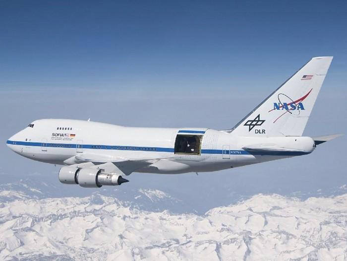 09716-leadcon-plane.jpg
