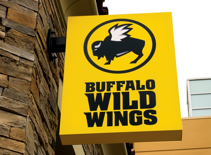 Accidental mix of bleach and acid kills Buffalo Wild Wings employee