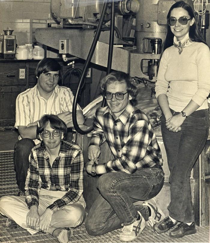 09811-cover2-lab1981.jpg
